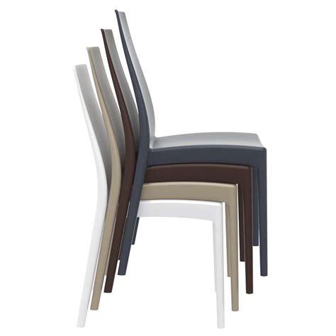 pied de chaise dans la chatte chaise empilable en polypropylène miranda 4 pieds