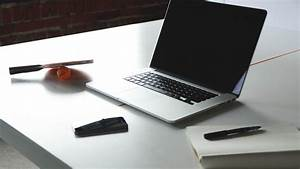Laptop Mit Office Paket : laptop on desk hd wallpaper hd wallpapers ~ Lizthompson.info Haus und Dekorationen