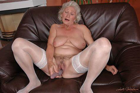 Hardcore Old Pussy With Fat Dildo