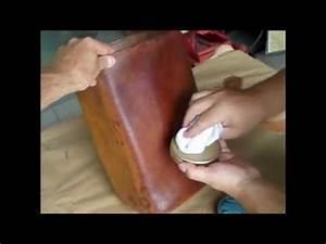 nettoyage d39un cuir tache youtube With peinture pour cuir canapé