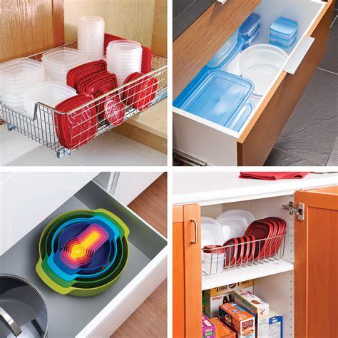 salope dans sa cuisine comment ranger efficacement les contenants de plastique