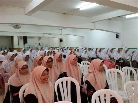 Santri Pondok Pesantren Darunnajah Jakarta mengadakan ...