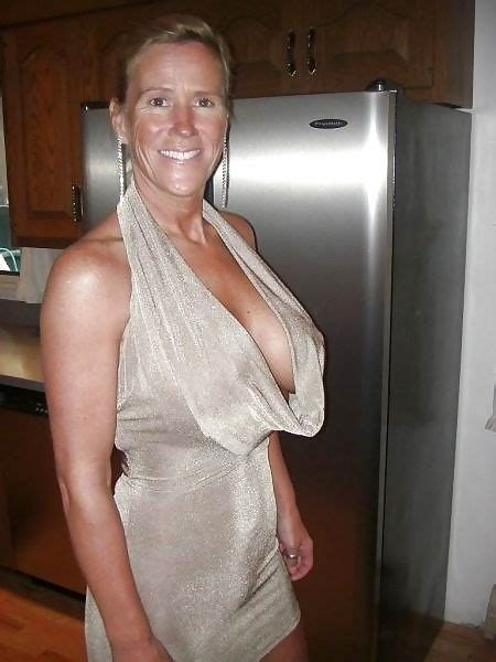 Free Cougar Sex Club - very old grannies showing off their goodies pichunter