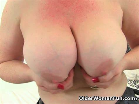 Muff Toy Dildoing Braids Euro Mom Janey Hate Plays Her Trimmed Asses