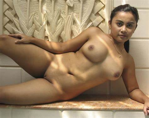 Buxom Bald And Haired Bisexual Lady kumpulan cewek seksi