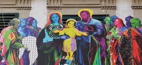 Madonna dei braccini (סקוולה פרימריה לוק מאדוןא דיי בראקיני). Chiara Ferragni è il volto della Madonna nel presepe di ...