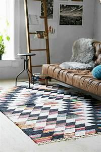 le tapis design la meilleure option pour votre chambre design With tapis couloir avec canapé de jardin design