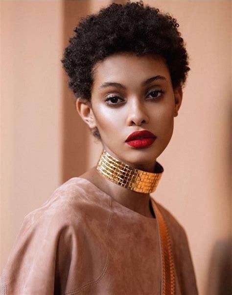 coupe de cheveux femme court black
