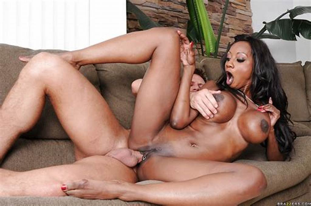 #Ebony #Diamond #Jackson #Sucks #A #Large #White #Dick #And #Gets