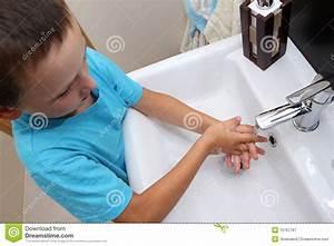 Lavaggio Della Mano Immagine Stock  Immagine Di Bambino