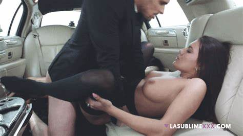 Kinky Hooker Likes To Extreme Throat In The Back Seat Of Street