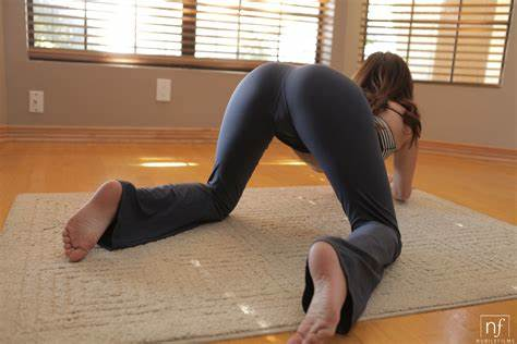 Sexy Cameltoe Eat And Play Best Unbelievable Ass Free Porn Pictures & Videos