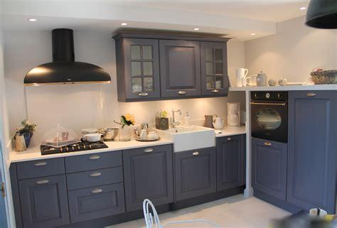 salope dans sa cuisine renover sa cuisine en bois comment repeindre un meuble de