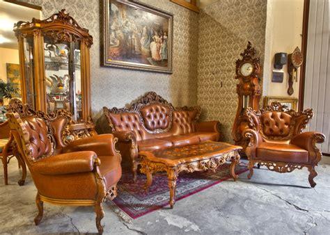 Lietotas un restaurētas mēbeles ar antīku dizainu ...