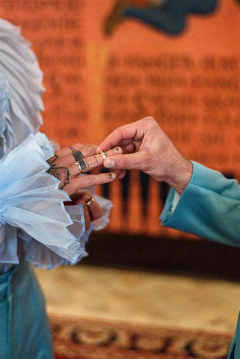 EKSKLUZĪVI: Apskati Kašera kāzu gredzenus un aizkulises