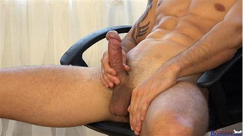 Puss Masturbates With Cock #Straight #Italian #Banker #Masturbating #His #Big #Uncut #Cock