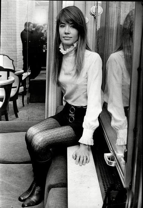 Francoise hardy's flawless french style is off the charts—here's how to make it your own. Francoise Madeleine Hardy   Beatnik style, Francoise hardy ...