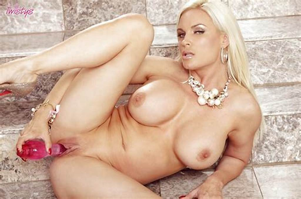 #Busty #Blonde #Milf #Diamond #Foxxx #Masturbating #Her #Cunt #With