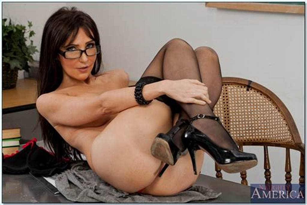 #Teacher #With #Glasses #Diana #Prince #Posing #Naked #In