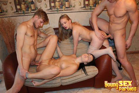 Blonde Gal Needs Lezbi Foursome