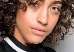 Coupe De Cheveux Bouclés Femme : coupe courte cheveux boucles femme 2019 ~ Nature-et-papiers.com Idées de Décoration