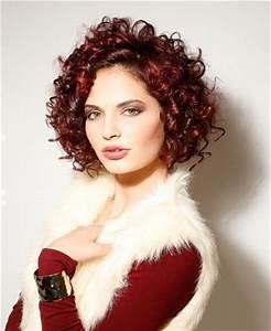 Coupe De Cheveux Bouclés Femme : coupe de cheveux mi longs cheveux boucles sur coupe ~ Nature-et-papiers.com Idées de Décoration