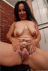 Hairy mature open snatch spread
