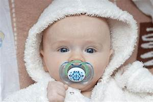 What You Should Know About Thumb Sucking And Pacifiers For