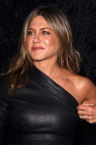 foto de Jennifer Aniston Pokies In Leather Dress At The Leftovers