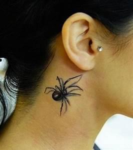 Tatouage Cou Homme : photo une araign e monte dans le cou de cette jeune ~ Nature-et-papiers.com Idées de Décoration
