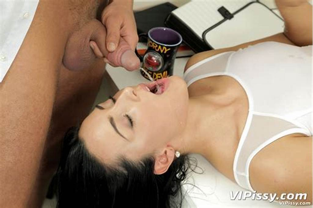 #Kinky #Anna #Rose #Gets #A #Gush #Of #Warm #Pee #All #Over #Her