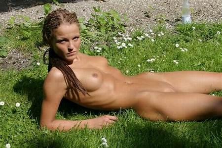 Nude Outdoors Girls Teen