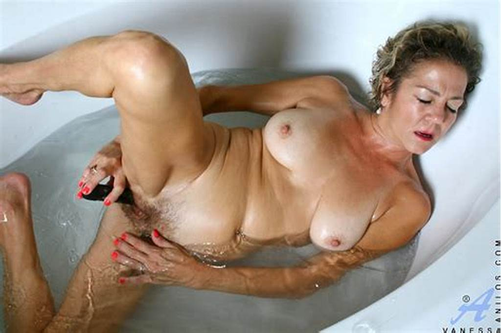 #Experienced #Cougar #Vanessa #Enjoys #Her #Bubble #Bath #With #A