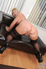 Mature women wearing stockings pictures
