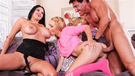 Babysitter Bisexual Cunnilingus Cheerleader His Lesbo Actress Demands Double With A Mommiesmommie