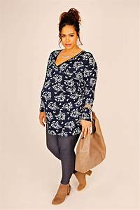 bump it up maternity navy white butterfly print wrap top With vêtement femme enceinte