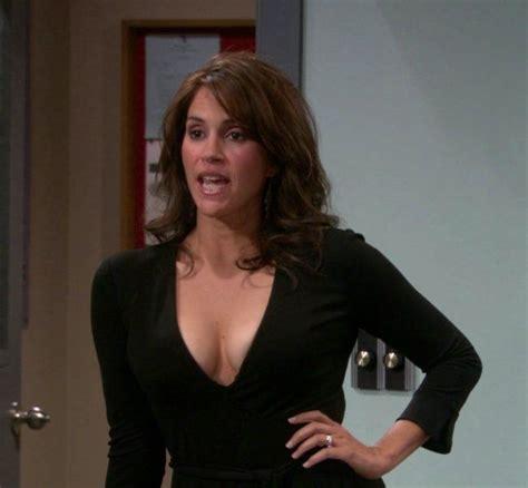 pin  hot tv sitcom moms