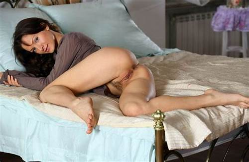 Beeg At Home Bed Porn Ukrainian #Hot #Girl #Shows #Her #Big #Pussy #In #Bed