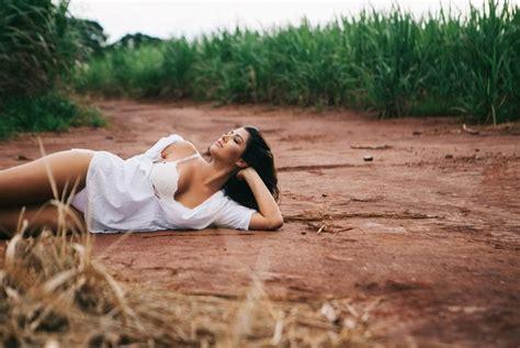 foto de EGO Mary Silvestre posa para ensaio sensual e mostra
