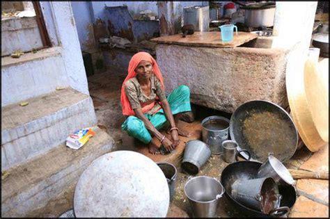 femme nue dans sa cuisine société indienne tout est relatif ou le paradoxe d