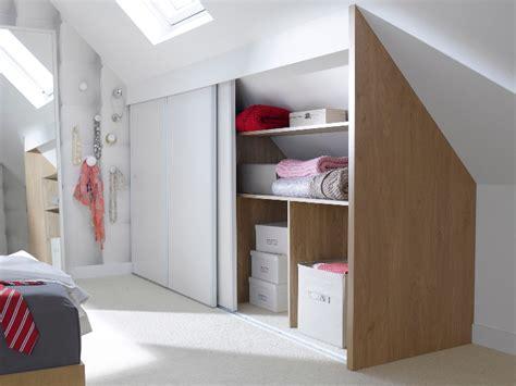 faire un dressing dans une chambre une chambre mansardée transformée en dressing 2 chambre