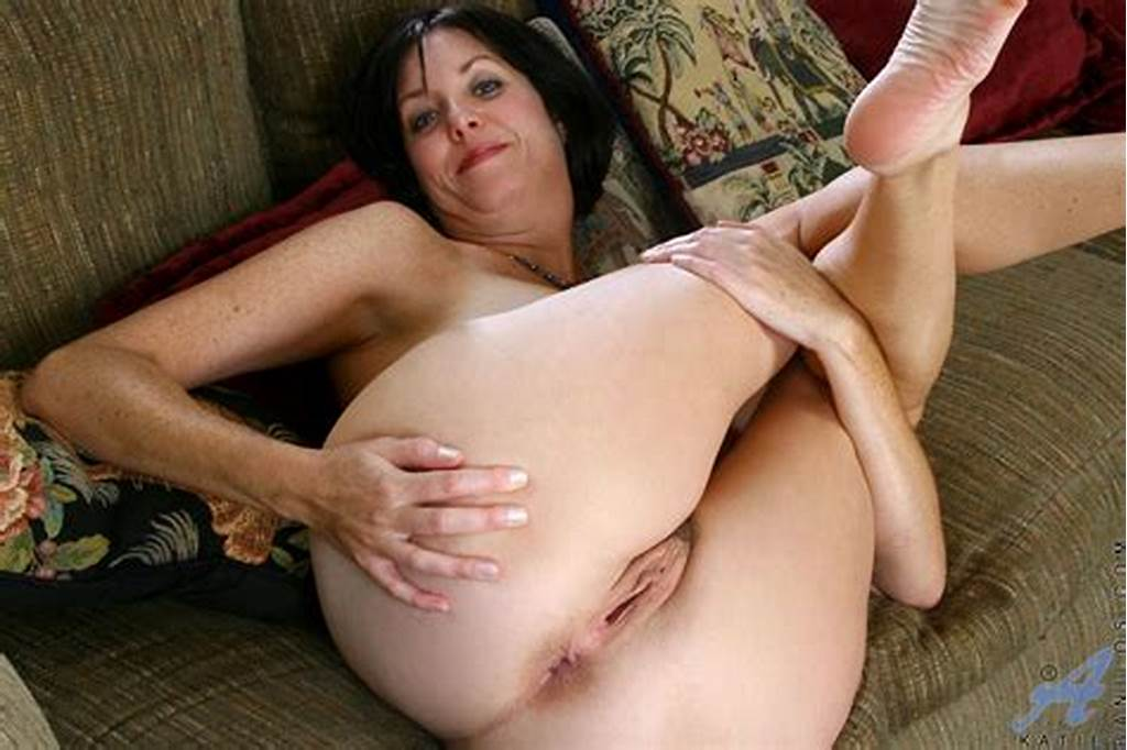 #Enticing #Mature #Mom #Spreads #Her #Pussy #And #Dips #Her #Fingers