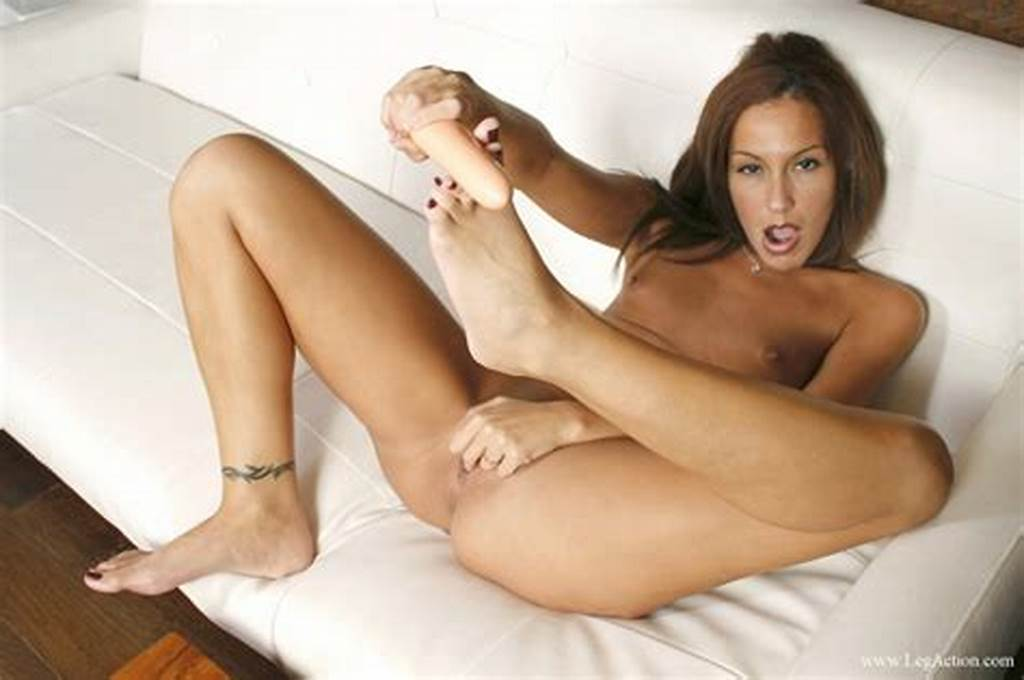 #Attractive #Girlie #Angelina #Dee #Unveiling #Her #Exposed #Feet