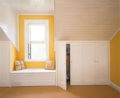 faire un dressing dans une chambre beautiful armoire sous pente blanc en bois ide de