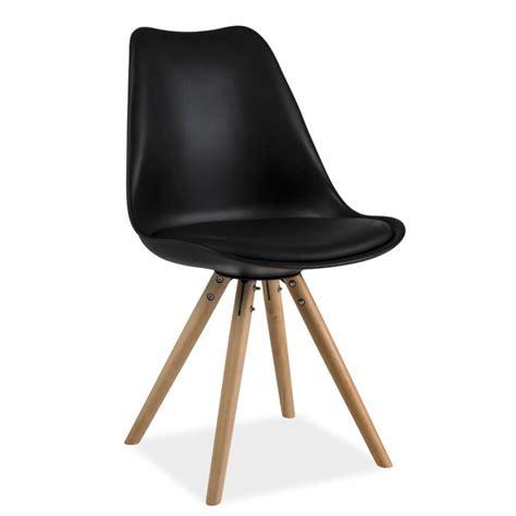 pied de chaise dans la chatte chaise scandinave dsw design eames 4 pieds bois blanc