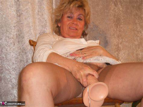 Huge Mature Spycam Riding Small