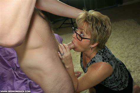 Milfs Make Licking Meat Deepthroating