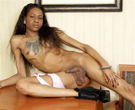 Hung Crossdresser Fucked A Immense Strapon