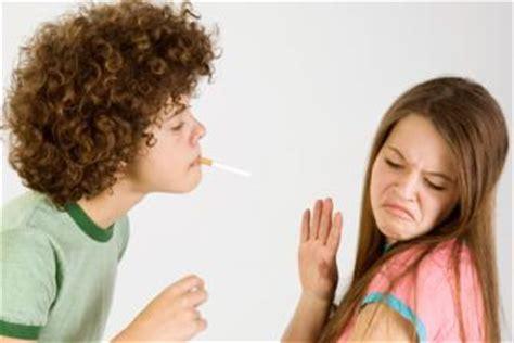 El consumo de tabaco entre los adolescentes disminuye en