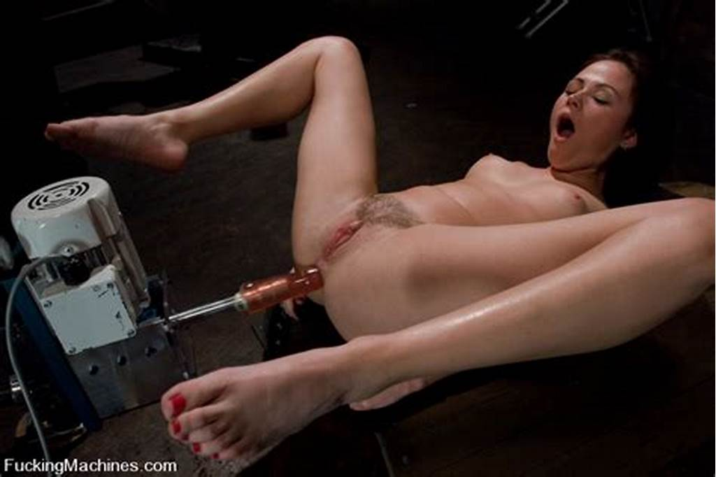 #Cute #Brunette #Sindee #Jennings #Gets #Her #Bald #Pussy #And #Tiny